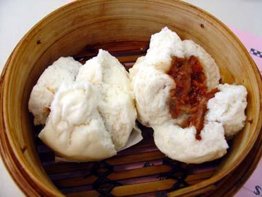 manapua: versión local del bao servido normalmente con una barbacoa de cerdo (char siu)