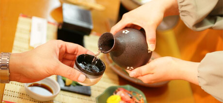 Cómo servir sake
